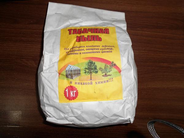 Отлично зарекомендовала себя в борьбе с малинником табачная пыль. Фото с сайта ionas.ru