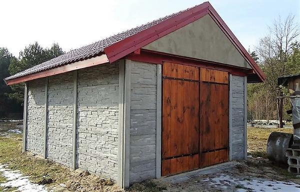 Гараж, собранный из бетонных плит. Фото с сайта 123kuban.ru