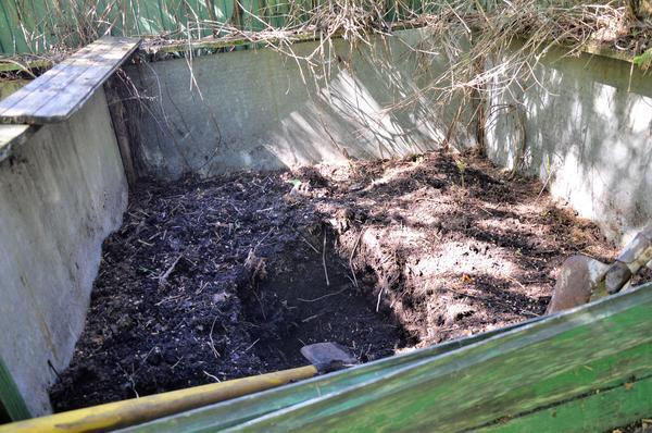 Готовый компост должно быть удобно вынимать. Фото автора
