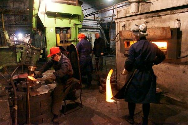 Производство кос на Артинском заводе. Фото с сайта forum.po-miry.ru