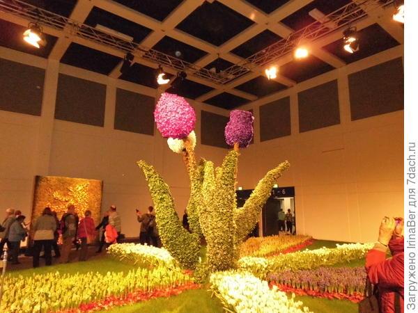 Вот эти тюльпанчики сделаны из бугенвиллии разных цветов