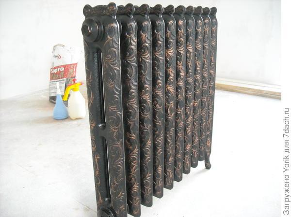 Чугунный радиатор, был приобретен больше для декора, нежели для обогрева. Красили сами