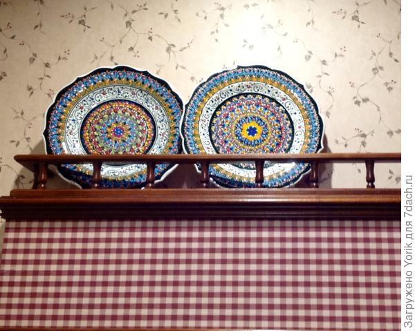Эти две тарелки из Каппадокии, небольшой гончарной семейной мастерской.  Все расписано вручную.