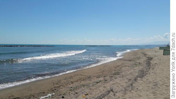 Море по местным меркам прохладное вода +23
