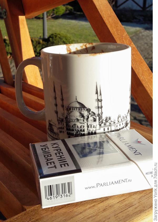 Кофе, сигареты, блюз. И абсолютное безделье. Вот моя стихия