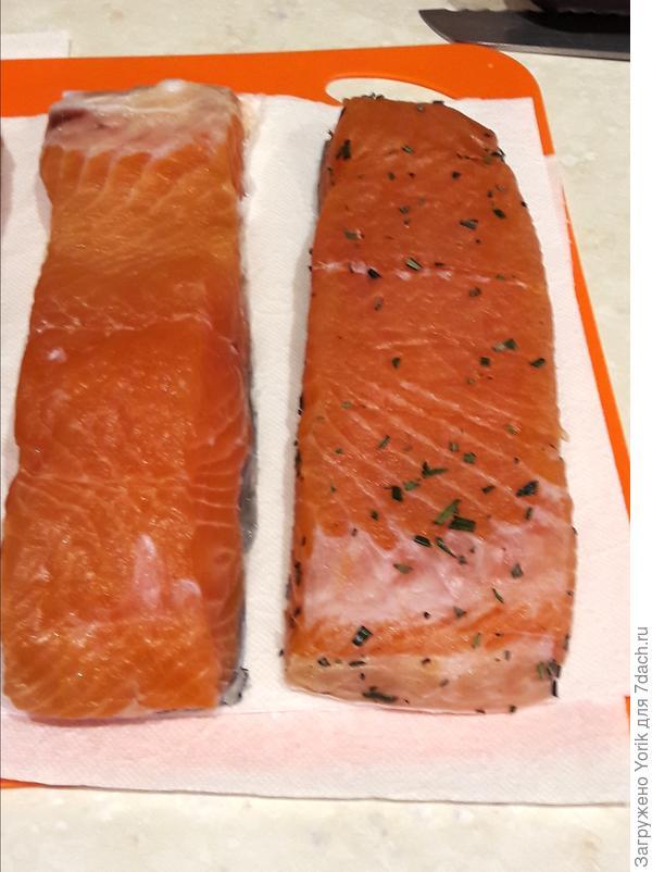 """Через сутки, вытаскиваю рыбу из холодильника, с поверхности убирается избыток засолочной смеси и влаги . Выкладывается на салфетку. И поставляется еще часов на десять в таком виде при комнатной температуре. За это время соль распределился по всему куска, уйдет лишняя влага. Рыба """"дозреет"""""""