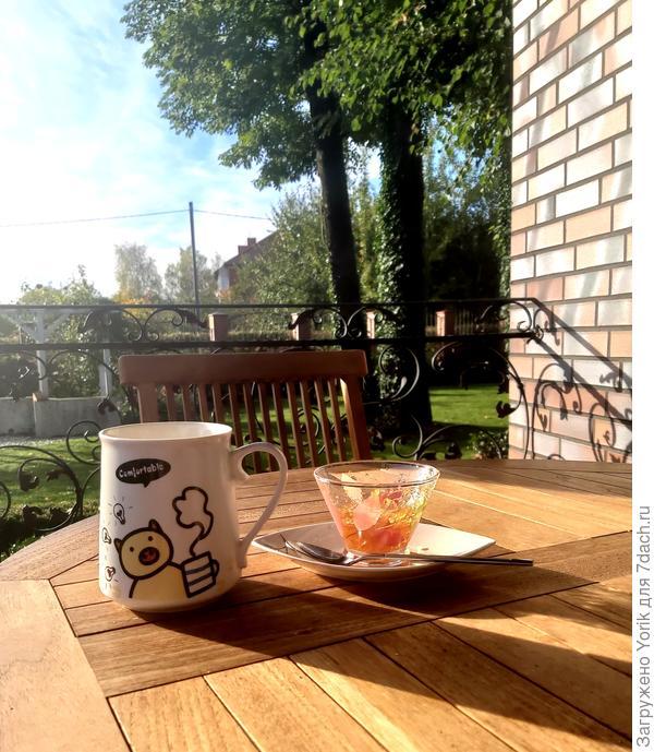 Можно пере д новым трудовым днем попить чаю с вареньем из хеномелеса (нового урожая)