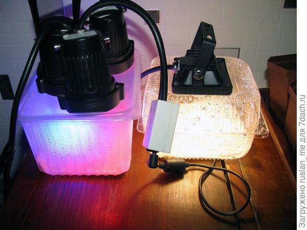 справа, используется несколько другой прожектор