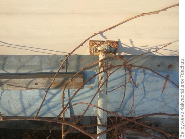 Крепление верха опоры к крыше
