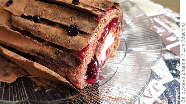 Шоколад, лесные орехи, сливочная начинка и вишневый джем... что может быть лучше?