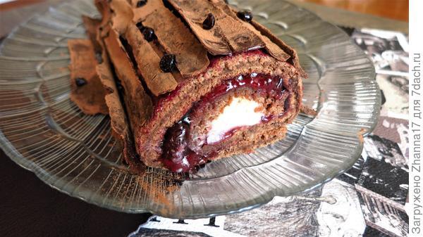 Десерт для мужского праздника, в нем запах леса, аромат сочных ягод, сладость момента праздничного дня.
