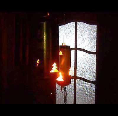 Романтику вечеру создают свечи