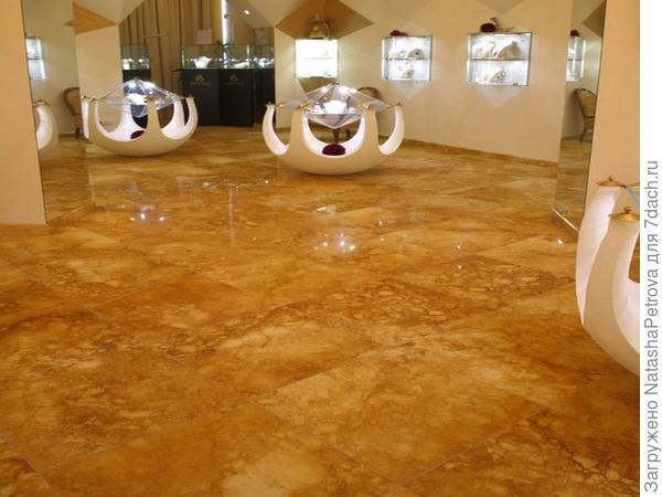 Полы из мрамора Amber Gold, ювелирный салон Русское золото. Фото с сайта http://nensy.ru/