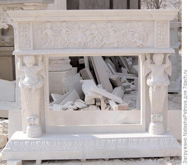 Мраморный резной камин. Из архива камнеобрабатывающей компании Петрополь