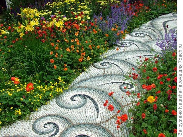 Мозаичная дорожка из гальки