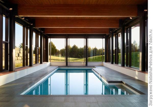 Крытый бассейн в загородном доме. Фото с сайта http://www.remontbp.com/