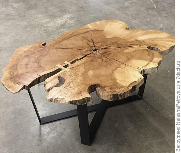 Кофейный столик из спила чёрного ореха. Фото с сайта http://nacoillestudio.com/
