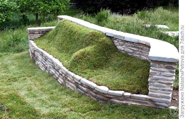 Комбинация из натурального камня и дёрна. Фото с сайта https://www.ofdesign.ne
