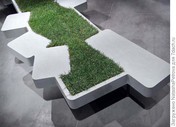 Скамья-банкетка из бетона с травяной отделкой. Фото с сайта http://www.mundo-casas.com
