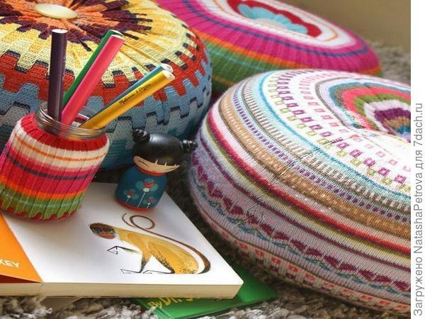 Если дети выросли из свитеров и кофт - сделайте из ненужных вещей подушки. Фото с сайта http://blog.naver.com