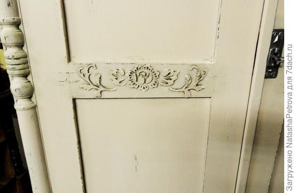 Рельефный рисунок на дверцах шкафа. Фото с сайта http://tany-vesnychka.blogspot.com