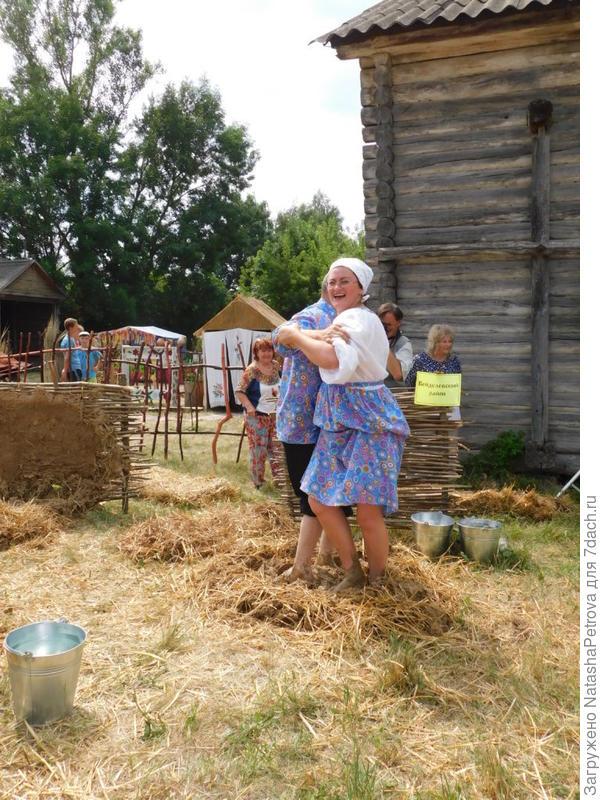 Глину месить, танцуя, - удобнее! Фото с сайта beltourism31.ru