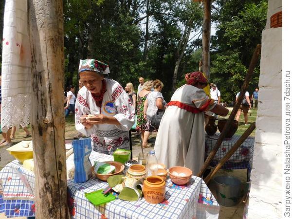 И за стряпнёй. Фото с сайта http://volkultura.ru