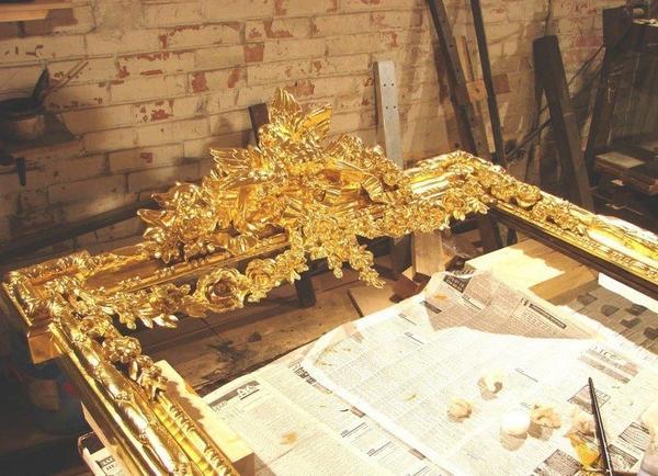 Позолоченная деревянная рама. Фото с сайта https://drevox.com