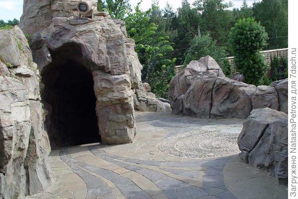 Искусственная бетонная скала. Фото из интернета