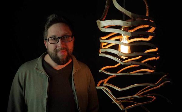 Дизайнер Гэвин Манро (Gavin Munro) и его творение. Фото с сайта fullgrown.co.uk