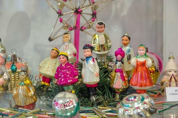 Твой праздник: У москвички - две косички, у узбечки - двадцать пять. Фото с сайта http://nevvod.ru