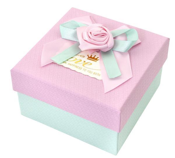 Красивая упаковка для подарка. Фото с сайта fix-price.ru
