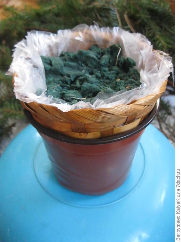 Елка из еловых веток