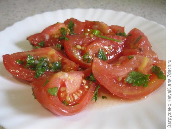 салат острый из помидоров