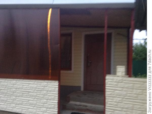 Дверной проем из металической квадратной  трубы сюда надо вставить дверь