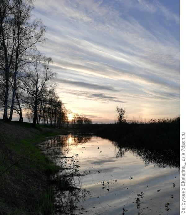 отражение заката в озере