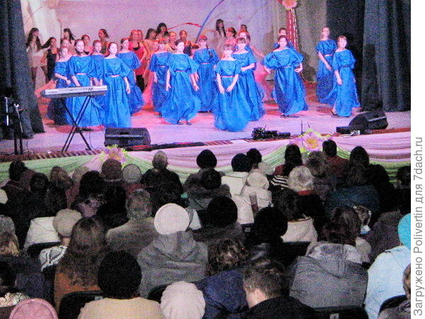 девушки-веснянки поют о весне