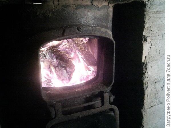 В печурке огонь