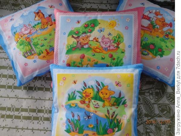 Получились  милые подушечки для 4 внучат