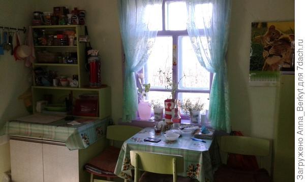 на кухне побелила и покрасила... старую мебель тоже покрасила, чтобы смотрелось целостно