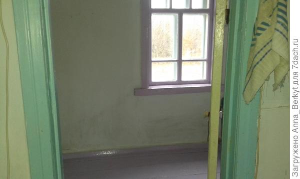 в маленькой комнате уже побелила и покрасила