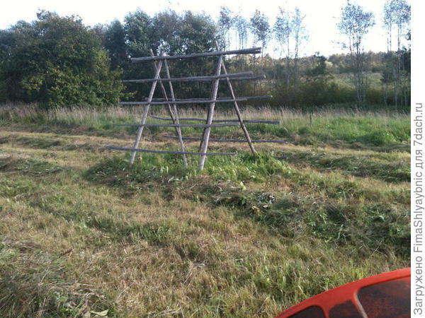 """Прямо по курсу приспособление для сушки сена в дождливую погоду """"Ряделки"""""""