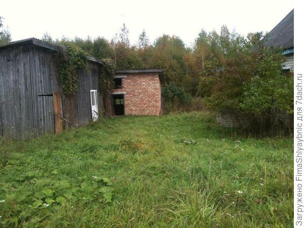 Колхозный дом с сараем и хлевом