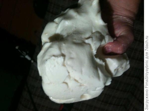 Кусочек сливочного масла весом в два килограмма