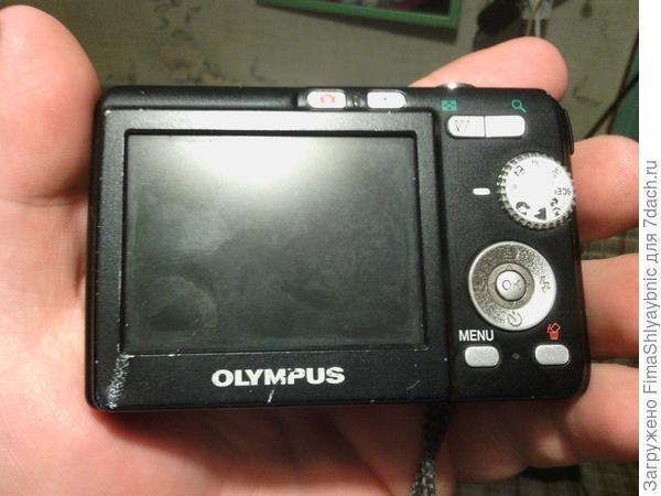 Обратная сторона фотоаппарата Olympus FE-190