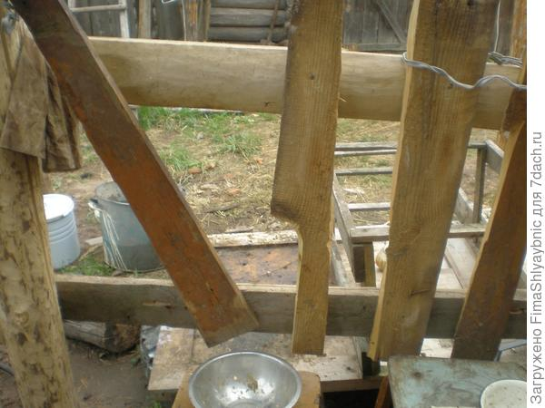 Самый простой станок для дойки коз