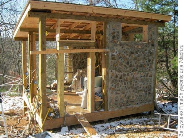 Стройка методом глиночурки. Фото с сайта cordwoodconstruction.wordpress.com