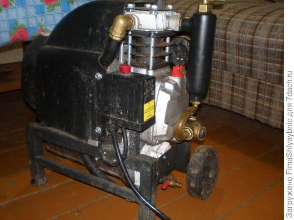 Блок с компрессором и электродвигателем доильного аппарата МДУ-3К