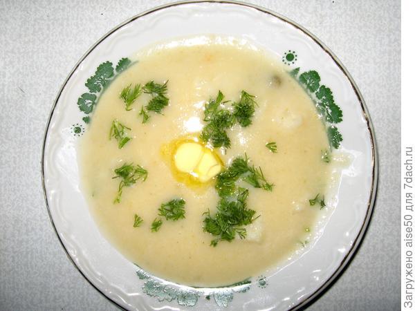 Суп-пюре с цветной капустой и зеленым горошком