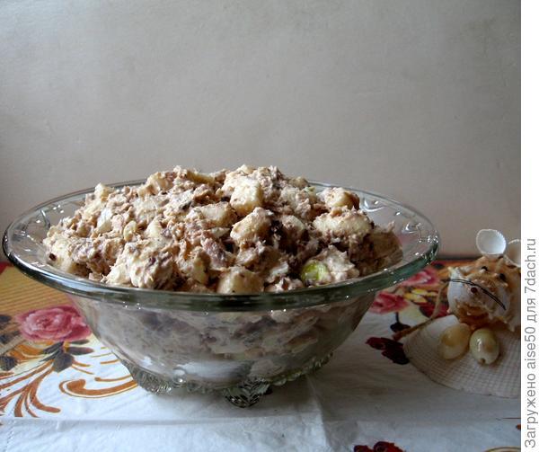 Салат яблочный с тунцом